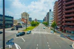 ΚΙΟΤΟ, ΙΑΠΩΝΙΑ - 5 ΙΟΥΛΊΟΥ 2017: Αυτοκίνητα στην οδό του Κιότο στην Ιαπωνία Η μητρόπολη του Κιότο είναι μια από την πιό πυκνοκατο στοκ εικόνα