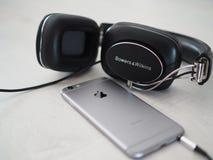 Κιόσκι & Wilkins P7 & Iphone 6 Στοκ φωτογραφία με δικαίωμα ελεύθερης χρήσης