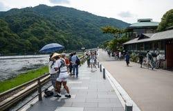 Κιότο, Ιαπωνία - 24 Ιουλίου 2016 Ποταμός Katsura στην περιοχή Arashiyama του Κιότο, Ιαπωνία Στοκ Φωτογραφία