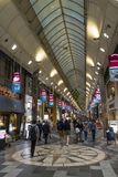 Κιότο, Ιαπωνία - 18 Μαΐου 2017: Αγορές Arcade Kyogoku αντικνημίων Στοκ Φωτογραφίες