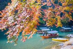 Κιότο, Ιαπωνία - 17 Νοεμβρίου 2017: Ξύλινη βάρκα για να φέρει τους τουρίστες Στοκ Εικόνες