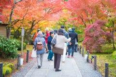 Κιότο, Ιαπωνία - 17 Νοεμβρίου 2017: Οι τουρίστες επισκέπτονται το ναό Eikando Στοκ Εικόνες