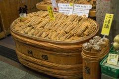 Κιότο, Ιαπωνία - συντηρημένα λαχανικά για την πώληση στην αγορά Nishiki, Στοκ Φωτογραφίες