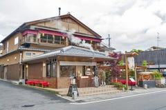 Κιότο, Ιαπωνία - το Μάρτιο του 2016: Τοπικό κατάστημα τροφίμων σε Arashiyama Στοκ Εικόνες