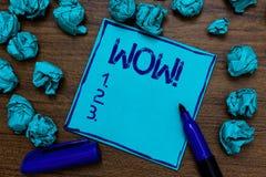 Κλήση κειμένων γραφής κινητήρια wow Έννοια που σημαίνει την έκφραση κάποιου βουβή κατάπληκτη ενθουσιασμένη κυανή φαντασία εγγράφο Στοκ φωτογραφία με δικαίωμα ελεύθερης χρήσης