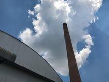 Κλίβανος τούβλου στο εργοστάσιο ροδών, ατμοσφαιρική ρύπανση στοκ φωτογραφίες με δικαίωμα ελεύθερης χρήσης