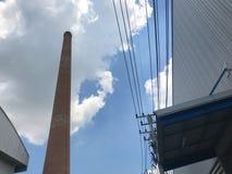Κλίβανος τούβλου στο εργοστάσιο ροδών, ατμοσφαιρική ρύπανση στοκ εικόνες