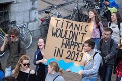 Κλίμα Μάρτιος ΓΑΝΔΗ, διαμαρτυρία εφήβων για το envirement στοκ φωτογραφία