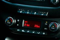 Κλίμα Controle ταμπλό αυτοκινήτων Έννοια 2 αυτοκινήτων στοκ εικόνα