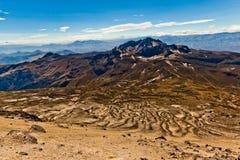 Κλίσεις του ηφαιστείου Guagua Pichincha που κατεβαίνουν προς Στοκ Εικόνες