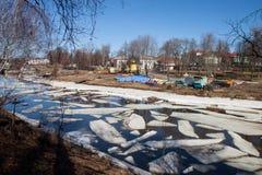 Κλίση πάγου στον ποταμό Kamenka Στοκ Εικόνες