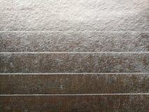 Κλίση χιονιού στους ξύλινους πίνακες με το κενό διάστημα ή δωμάτιο για το αντίγραφο στοκ εικόνα με δικαίωμα ελεύθερης χρήσης