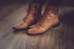 Κλασικά καφετιά παπούτσια ατόμων ` s Στοκ Εικόνα