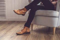 Κλασικά καφετιά παπούτσια ατόμων ` s Στοκ φωτογραφίες με δικαίωμα ελεύθερης χρήσης
