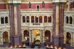 Κλασικές arcade και στήλες του δωματίου ανάγνωσης Στοκ εικόνα με δικαίωμα ελεύθερης χρήσης