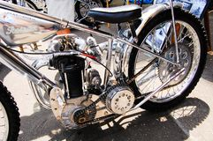 Κλασική εκλεκτής ποιότητας μοτοσικλέτα στο χρώμιο στη μηχανή στις κλασικές εκθέσεις αυτοκινήτου την ημέρα της Αυστραλίας Στοκ εικόνες με δικαίωμα ελεύθερης χρήσης