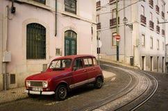 Κλασικό αυτοκίνητο στην οδό στοκ φωτογραφία με δικαίωμα ελεύθερης χρήσης