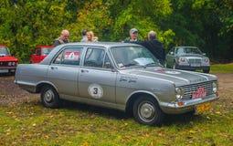 Κλασικό βρετανικό αυτοκίνητο Vauxhall στο γκρι στοκ φωτογραφία με δικαίωμα ελεύθερης χρήσης