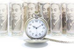 Κλασικό ρολόι τσεπών στο τραπεζογραμμάτιο δολαρίων Στοκ Εικόνες