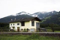 Κλασικό σπίτι στην πόλη Kastelbell Castelbello στο Μπολτζάνο, Αυστρία Στοκ Εικόνες