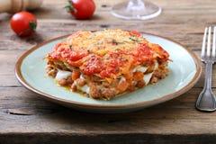 Κλασικό Lasagna με την από τη Μπολώνια σάλτσα Στοκ φωτογραφία με δικαίωμα ελεύθερης χρήσης