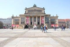 Κλασσική αίθουσα συναυλιών Βερολίνο στηλών στοκ φωτογραφίες