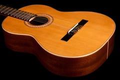 κλασσική στενή σκοτεινή κιθάρα επάνω Στοκ εικόνες με δικαίωμα ελεύθερης χρήσης