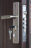 Κλείδωμα πορτών με τα πλήκτρα Στοκ φωτογραφίες με δικαίωμα ελεύθερης χρήσης
