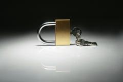 Κλείδωμα που απομονώνεται Στοκ Φωτογραφία
