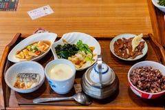 Κλείστε αυξημένος ενός καθορισμένου μεσημεριανού γεύματος του ιαπωνικού γεύματος ύφους στοκ εικόνες με δικαίωμα ελεύθερης χρήσης