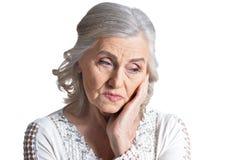 Κλείστε αυξημένος της ώριμης γυναίκας στο άσπρο υπόβαθρο στοκ εικόνες με δικαίωμα ελεύθερης χρήσης