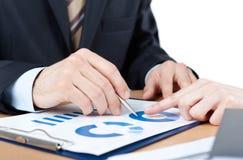 Κλείστε αυξημένος των χεριών των επιχειρηματιών στοκ εικόνες
