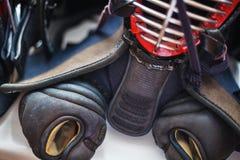 Κλείστε επάνω ενός συνόλου παραδοσιακού εξοπλισμού kendo Στοκ Φωτογραφίες