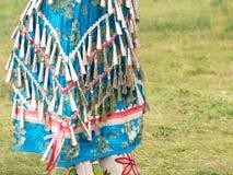 Κλείστε επάνω ενός φορέματος μπροκάρ χαντρών κουδουνισμάτων και ενός διακοσμημένου με χάντρες Mocassins στοκ εικόνα με δικαίωμα ελεύθερης χρήσης