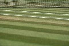 Κλείστε επάνω καλά το γήπεδο αντισφαίρισης χλόης με καθαρό στο υπόβαθρο σε Wimbledon, Λονδίνο UK στοκ εικόνες με δικαίωμα ελεύθερης χρήσης