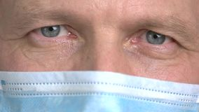 Κλείστε επάνω κλειστό άνοιγμα ματιών γιατρών ` το το s απόθεμα βίντεο