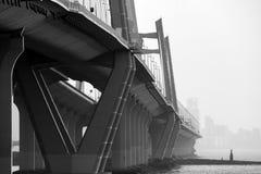 Κλείστε επάνω μιας γέφυρας σε γραπτό Στοκ εικόνα με δικαίωμα ελεύθερης χρήσης