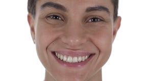 Κλείστε επάνω προσώπου κοριτσιών χαμόγελου του λατινικού, άσπρο υπόβαθρο απόθεμα βίντεο