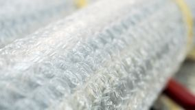 Κλείστε επάνω τα άσπρα αγαθά προστασίας στρεβλώσεων αεροφυσαλίδων Στοκ Φωτογραφίες