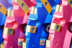 Κλείστε επάνω την άποψη σχετικά με τον ολοκαίνουργιο κόπτη κυλίνδρων κομματιών τρυπανιών για τις μηχανές διατρήσεων και τον εξοπλ Στοκ φωτογραφία με δικαίωμα ελεύθερης χρήσης