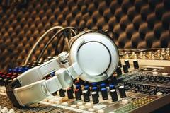 Κλείστε επάνω την έννοια υποβάθρου μουσικής οργάνων Στοκ φωτογραφία με δικαίωμα ελεύθερης χρήσης