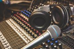 Κλείστε επάνω την έννοια υποβάθρου μουσικής οργάνων Στοκ εικόνες με δικαίωμα ελεύθερης χρήσης