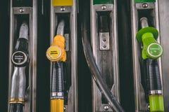 Κλείστε επάνω της αντλίας πρατηρίων βενζίνης βενζίνης και diesel Στοκ Φωτογραφία