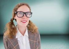 Κλείστε επάνω της γυναίκας nerd στο πράσινο δωμάτιο Στοκ Εικόνα