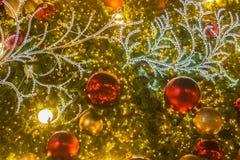 Κλείστε επάνω της πυράκτωσης και ακτινοβολήστε διακοσμητική διακόσμηση χριστουγεννιάτικων δέντρων Στοκ φωτογραφίες με δικαίωμα ελεύθερης χρήσης