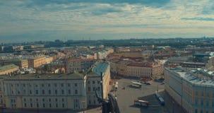 Κλείστε επάνω της στήλης του Αλεξάνδρου, που στηρίζεται μεταξύ 1830 και 1834 στο τετράγωνο παλατιών, στη Αγία Πετρούπολη, τη Ρωσί απόθεμα βίντεο