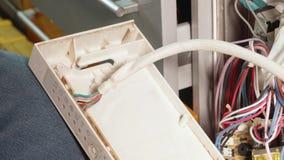 Κλείστε επάνω της συγκέντρωσης του πλυντηρίου πιάτων μετά από να επισκευάσει τα detailes του φιλμ μικρού μήκους