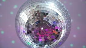 Κλείστε επάνω της σφαίρας disco στο κόμμα απόθεμα βίντεο