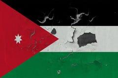 Κλείστε επάνω τη βρώμικη, χαλασμένη και ξεπερασμένη σημαία της Ιορδανίας στην αποφλοίωση τοίχων από το χρώμα για να δείτε την εσω στοκ φωτογραφία με δικαίωμα ελεύθερης χρήσης