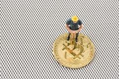 Κλείστε επάνω τη μακρο άποψη του ειδωλίου ανθρακωρύχων στο bitcoin στοκ φωτογραφίες με δικαίωμα ελεύθερης χρήσης